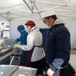 Distribution de repas par le secours populaire d'Angers